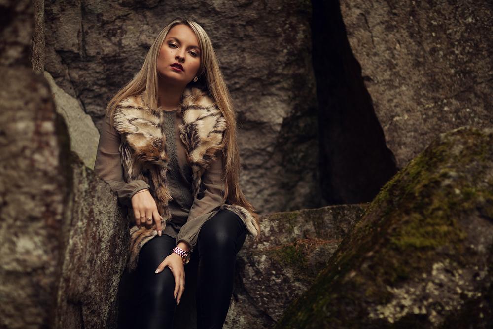 Portrait von Kristina, Fotoshooting Steinwand in der Rhön
