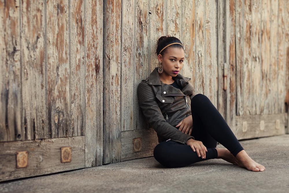 Portrait von Chanell mit cooler Lederjacke