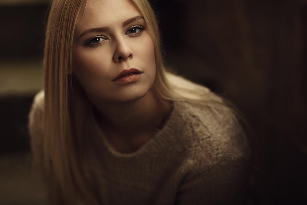 Portrait von Sahra mit natürlichen Licht