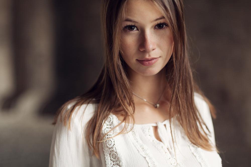 Portrait von Felicia mit natürlichen Licht