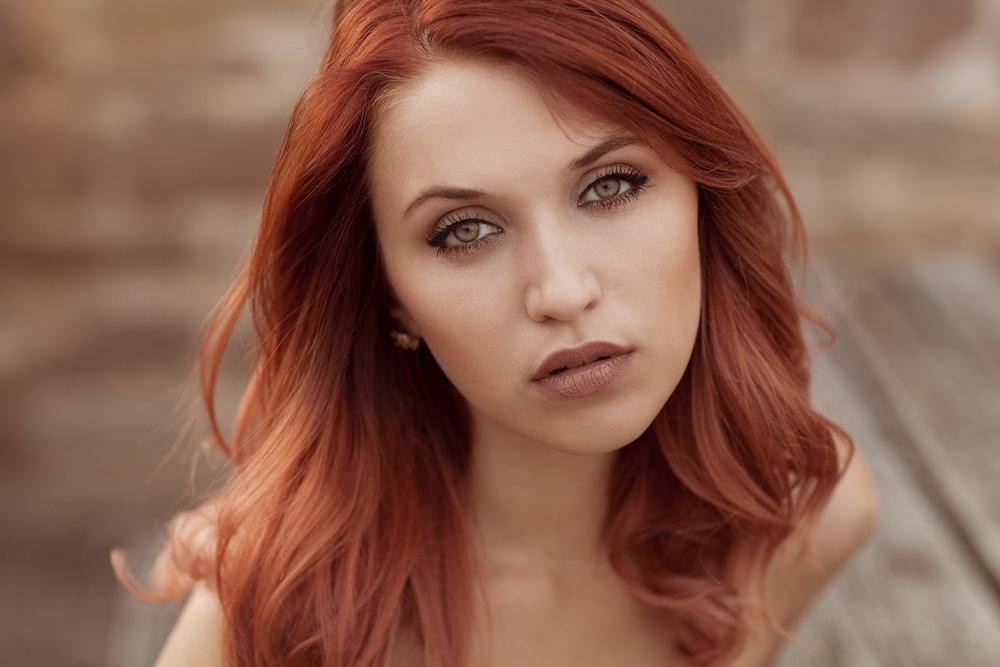 Portrait von Julia mit natürlichem Licht fotografiert