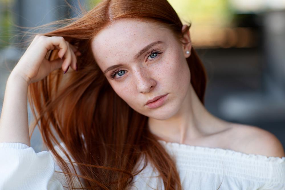 Red Hair, Blue Eyes, Freckles - Portraitfotos mit Daniela