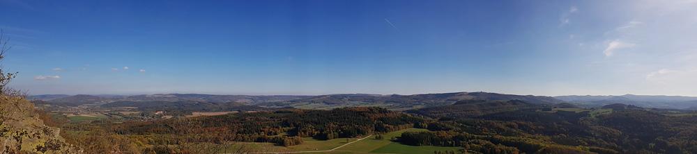 Panoramaaufnahme von der Milseburg in der Rhön