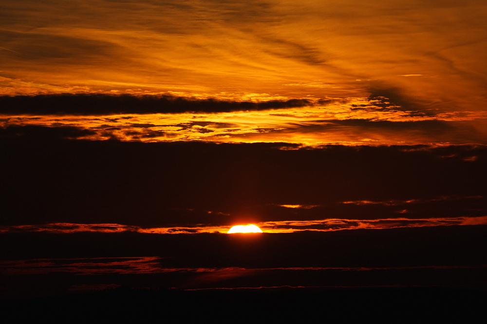 Blick nach oben – Lichtspiel am Himmel